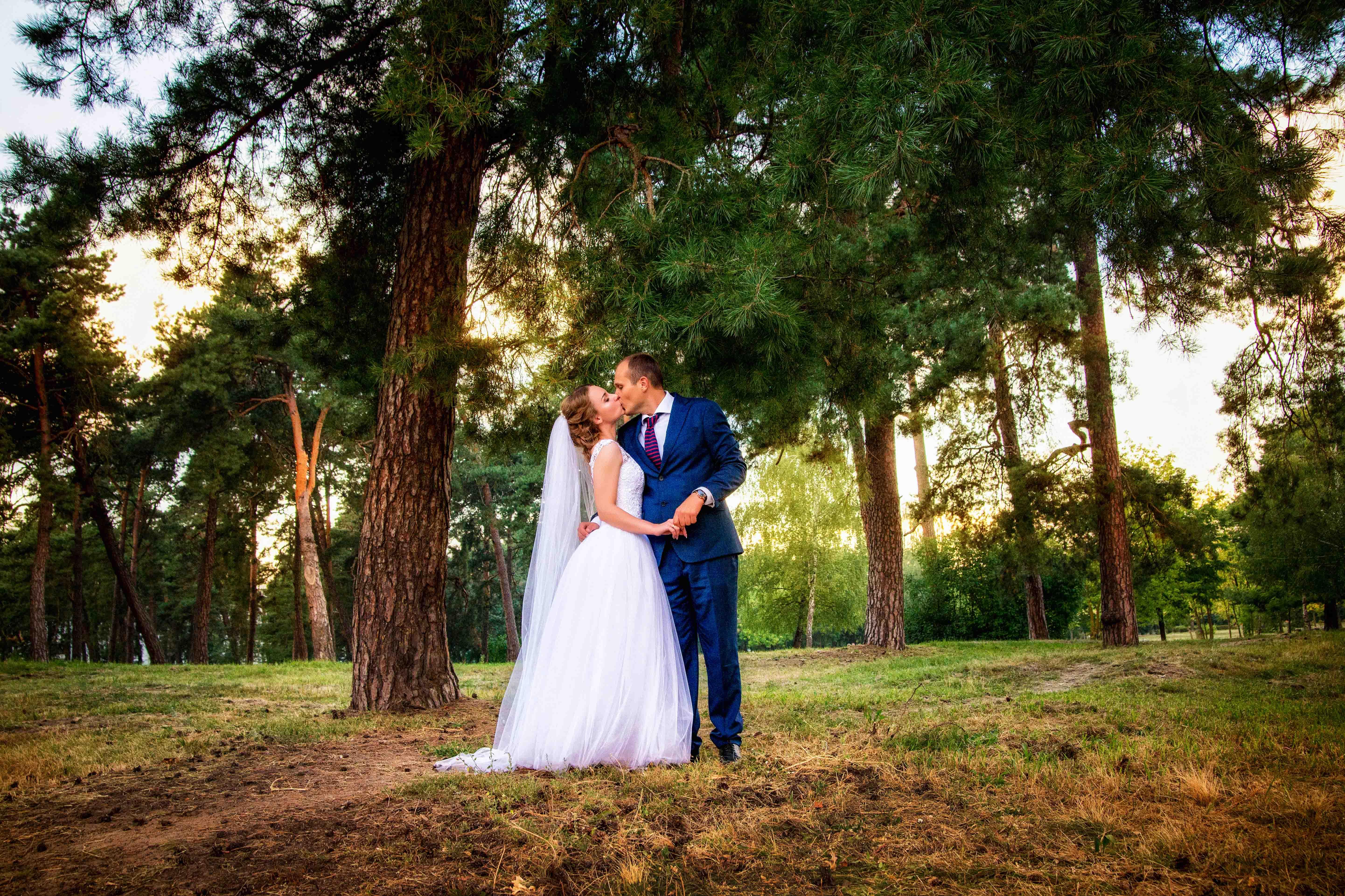 На природе свадебная фотосессия Брест